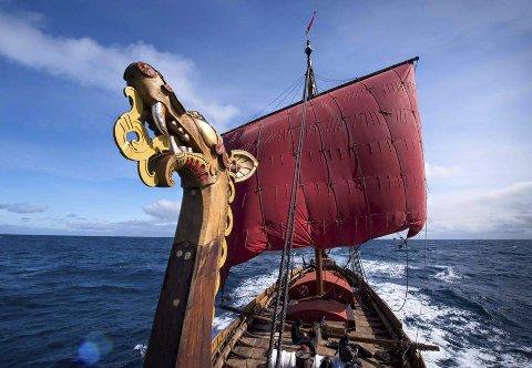 SKIPET: «Draken Harald Hårfagre» har hjemhavn i Haugesund. Nå kan det bli slutt på det.