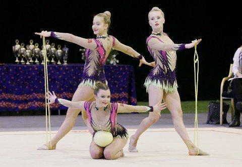 HISTORISKE: Haugesunds gruppe i RG (Rytmisk Gymnastikk) gikk helt til topps i senior-nm denne uken. Her med Elise Fjeldheim (f.v), Kaisa Dalen Jensen og Feyme Mestanli.