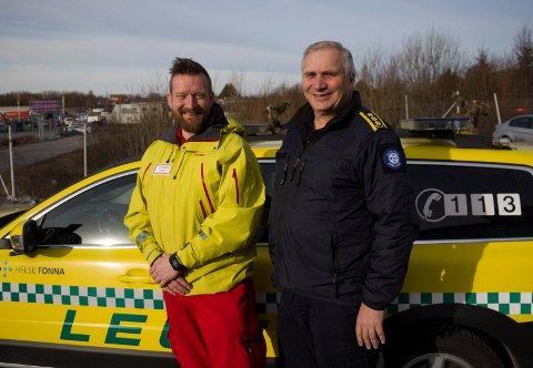 Paramedic og ambulansekjører Erik  Emberland Andersen (t.v.) og daværende seksjonleder Sven Ytreland forteller oss om hvordan vi skal oppføre oss i trafikken når blålysene kommer.
