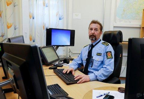 Vaktsjef Håkon Tornes ved Haugesund politistasjon sendte ut bevæpnede styrker da en 20-åring rettet en pistol mot en politipatrulje i Sørhauggata natt til onsdag.