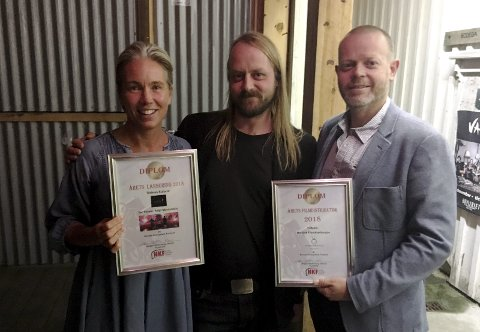 VANT: Vibeke Skistad fra Euforia Film ble priset for årets lansering av Karpe Diem-filmen «Adjø Montebello!», mens  Morten Thoresen og Simon Kvame representerer Nordisk Filmdistribusjon, Foto: Handout