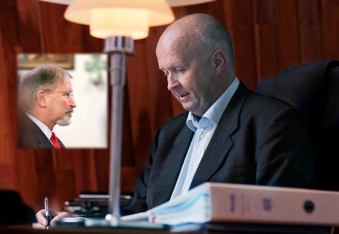 FORTJENT LØNN: Styreleder i Haugaland Kraft, Petter Steen, forsvarer konsernsjef Olav Lingas lønns- og pensjonsavtale.
