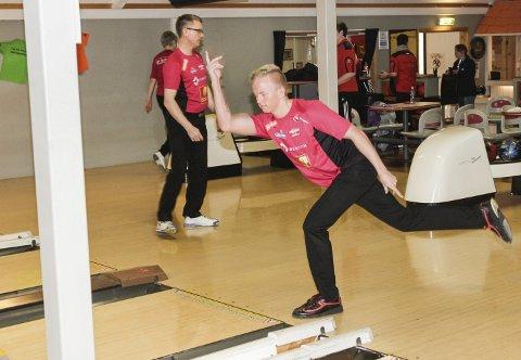 10. plass: Her er Mathias Reinertsen i aksjon under Nordland Tournament i Mosjøen i april. Der vant han turneringen, og i NM slo han til med en 10. plass. Ole Aalbotsjord (bak) var også i NM.