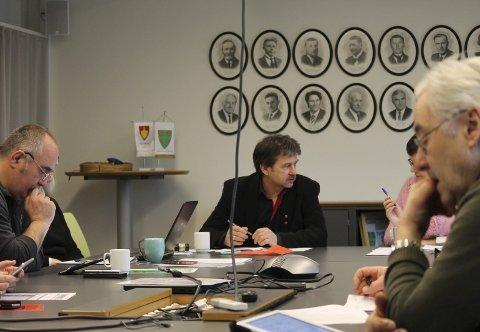 Leirfjord formannskap: fv. Sten Rino Bonsaksen, ordfører Ivan Haugland, administrasjonssjef Britt Jonassen og Harald Pedersen formannskapet i Leirfjord satte ned komite for skuterløyper. foto: Benedicte Wærstad
