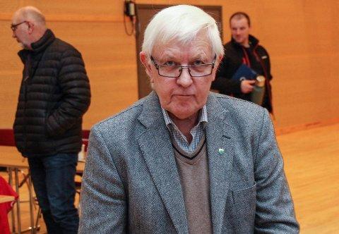 Nominasjonskomiteens leder, Asgeir Almås, har hatt problemer  med å finne en toppkandidat til Aps liste i Hattfjelldal til høstens valg.
