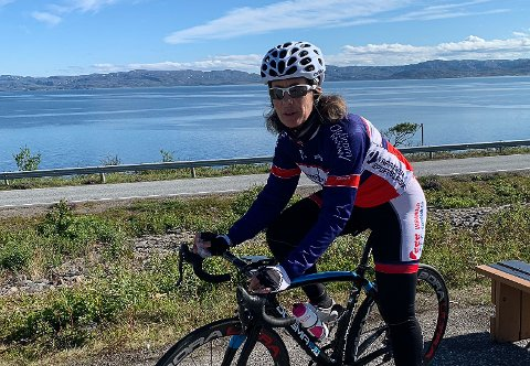 SYKLIST: Eli Hansen (56) har vært på veien som syklist i mange år, og syklet sitt første ritt i 2003.