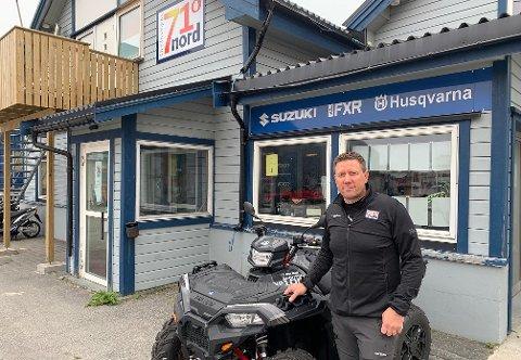VENTET PÅ SVAR: Destinasjon 71° Nord ønsker å overta tomten på Sarnes. Her står event-leder Runar Johnsen.