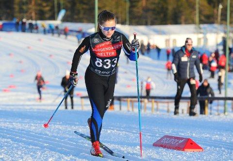 HAR FIN UTVIKLING: Maren Kjølstad Røflo tar stadig vekk nye steg i langrennssporet. Hun har junior-NM som vinterens store mål.