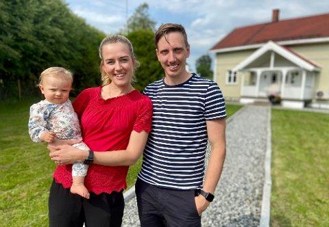 FAMILIEETABLERING: Gro Belsheim og Øyvind Gulli, samt lille Tuva, gleder seg til å etablere seg skikkelig etter småbruk-kjøp.
