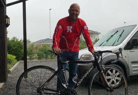 KLAR: Det er lenge siden Gunnar Nærland har vært på en sykkel. Lørdag skal han sykle over syv mil, der et solid beløp blir donert til en god sak om han fullfører.
