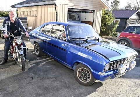 Gromme: Reidar Hansen på en Tempo Sprint '68 modell ved siden av en Opel Kadett '71 modell.