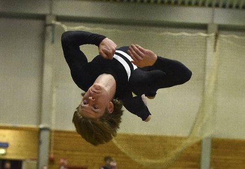 EM-BRONSE: Mathias Gjæver Pedersen, som her er i aksjon under NM i Stavern, og det norske juniorlandslaget tok EM-bronse i troppsturn i Lisboa.FOTO: OLE JOHN HOSTVEDT