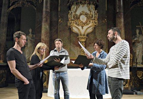 BYR PÅ SANG: Disse fem, som kaler seg EnFem, blir å høre i Kongsberg kirke 16. mars.