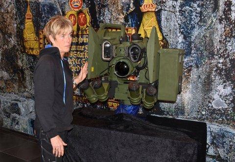 MYE JOBB: Heidi Svendsen er en av de som er med å produsere Protector RWS, som Kongsberg Gruppen har levert utrolige 20.000 av.