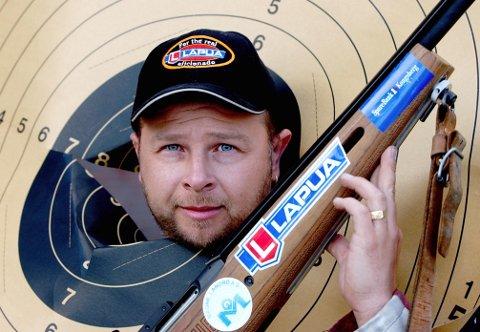 TILBAKE PÅ SKYTTERBANEN: Knut Bråthen, som her er fotografert etter at han satte norgesrekord med 350 poeng i Høydalsmo, var tilbake på skytterbanen i Lågen cup i helga.