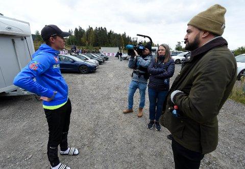 NIENDEPLASS: Daniel-André Tande sammen med mamma Trude og storebror Jens-Alexander etter lørdagens COC-renn i Midtstua. ALLE FOTO: OLE JOHN HOSTVEDT