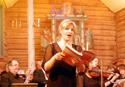 Dirigent: Ann Kristin Windstad har flyttet hjem til Flakstad kommune etter flere år borte, og nå har hun overtatt dirigentjobben i Ramberg blandakor. Arkivfoto: Geir Inge Winther