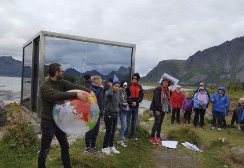 Markering: Skulpturlandskap Nordland er 25 år. Det ble i Vågan markert ute ved skulpturen «Uten tittel» på Lyngvær.Alle foto: Christian -IVer Hammerbeck