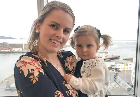 Mor og datter: Sandra Nikolaisen dro til legevakten med enorme smerter i september 2017. Timer senere kom Kristine til verden.