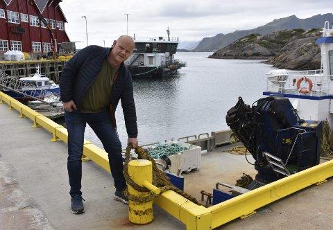 KLAR FOR TRIATLON: Ole Vegard Mosseng på kaia hjemme i Mortsund. Han ble nominert til Team Tæl fordi han jobbet for mye, og har måttet rydde tid til trening. Foto: Eirik Eidissen