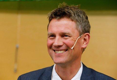 VAKSINE: Professor Ole Frithjof Norheim mener vaksinene må fordeles globalt og prioritere fattige land. Foto: Terje Pedersen (NTB)