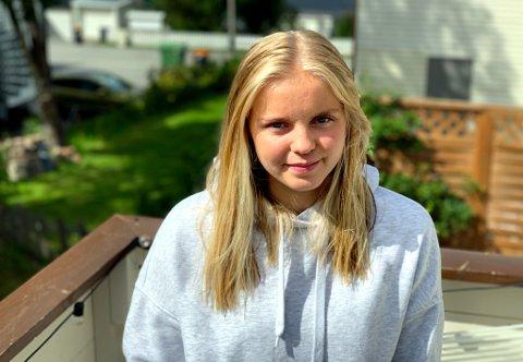 OPTIMIST: Celine Emilie Nergård hjemme på verandaen i Tromsdalen. Etter år med plager håper hun at operasjonen hun tok i Oslo skal løse problemene.