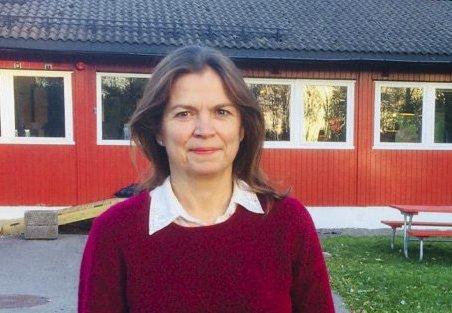 ENGASJERT: Hanne Eldby er opprinnelig fra Bodø, men har slått seg til ro i Oslo og Bydel Østensjø, der hun er en aktiv lokalpolitiker. Her utenfor hjertebarnet Skullerud aktivitetshus. Foto: Privat