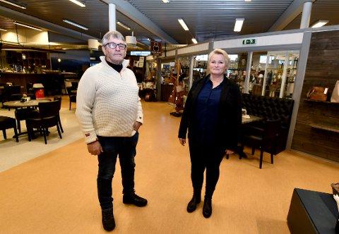 Svein Blankenborg er dagleg leiar hjå  Rondane Jakt og og fritid, og Lillian bakke er innehavar av butikken Vågå Bok og Leker, to av fleire butikkar på Vågå handelshus.