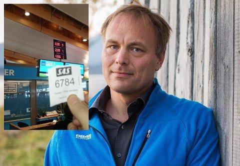KØLAPP: Pål Julius Skogholt fløy fra Tromsø torsdag morgen. Da han skulle kontakte flyselskapet for å sjekke om han kommer seg videre til Dublin, var det over 600 foran ham i køen.