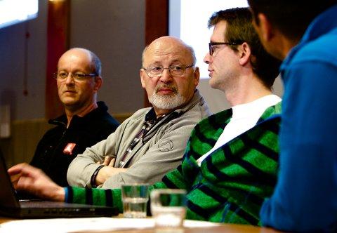 Seniorgeotekniker Einar Lykke (midten) sier raset trolig startet ved moloen. Foto: Ola Solvang