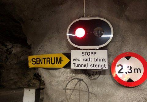 STENGT IGJEN: Torsdag morgen var tunnelen ved NAV-bygget stengt igjen.