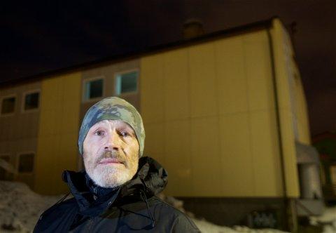 TYFON Da tyfonene på taket av skolebygningen i bakgrunnen begynte å ule onsdag formiddag forsøkte Frank Schultz å finne ut hvor han skulle søkt tilflukt dersom det hadde vært en skarp reell situasjon.