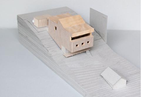 MODELLFOTO: Huset vil få en annen utførelse enn mange av boligene i området, men skal likevel passe inn. Bildet viser en modell. Huset skal males.