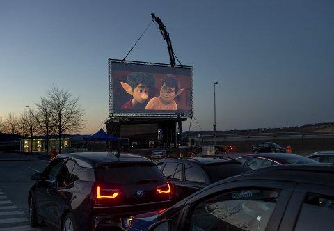Nytt tilbud: Drive-in kino er plutselig blitt et alternativ etter at koronaviruset satte en stopper for mye av det som er vanlig.Foto: Brynjar Eidstuen