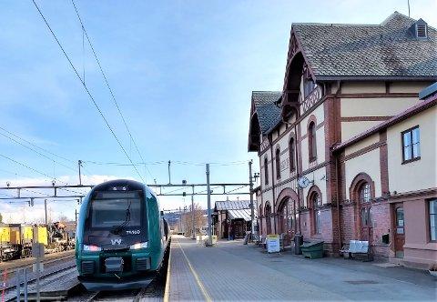 NY MAST?: Hvis Bane Nor får det som de vil, blir det satt opp en mast på 30 meter på Gjøvik stasjon. Kommunen er riktignok ikke positive til tiltaket.