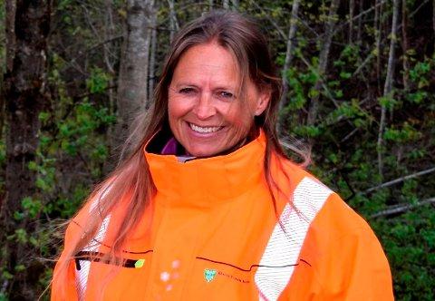 INSPEKSJON: Klima- og miljørådgiver Inger Lise Willerud har nå tatt tak i en forsølingssak på kommunal eiendom.