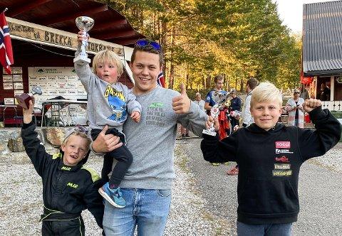 PREMIEJUBEL: Markus Gimle Enger og lillebror Linus (t.h.) sammen med sine motorinteresserte tremenningene Magnus (7) og Anton 82).
