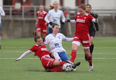 REDDET PLASSEN: Cece Kizer og Kolbotn var ikke til å kjenne igjen i Harstad. Etter 5-0 i første kamp ble det imidlertid ikke spennende i nord.