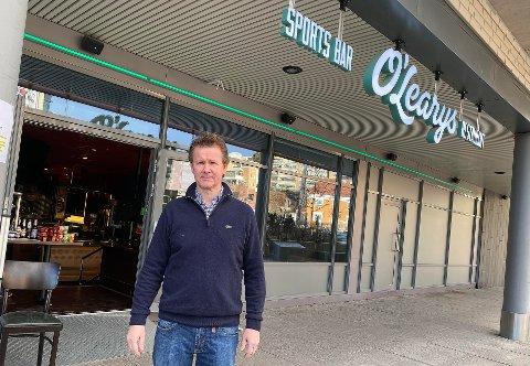 SLITER: En av eierne av O´Learys på Kolbotn Torg, sliter som så veldig mang andre. De har holdt stengt siden 14. mars. Denne helgen forsøker de seg med takeaway.