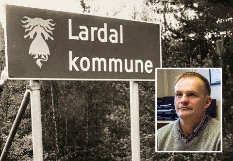STJÅLET: Skilter med «Lardal kommune» skal ha blitt stjålet, men ordfører, Knut Olav Omholt, mener det ikke er noe å gjøre med saken. (Arkivfoto/Nils Erik Kvamme)
