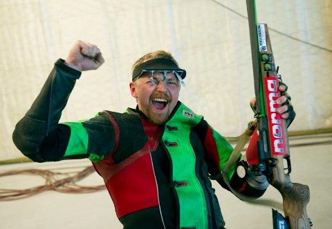 GÅR FOR GULL: Hans Kristian Wear vil revansjere fjoråret. Her fra da han ble skytterkonge under Landsskytterstevnet på Voss i 2012.
