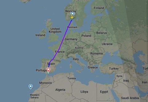 HIT, MEN IKKE LENGER: På dette bildet ser du hvor turen for de reisende fra Torp stoppet i helgen. Den blå prikken litt lenger ned viser flyplassen i Malaga. Foto: Flightradar.com