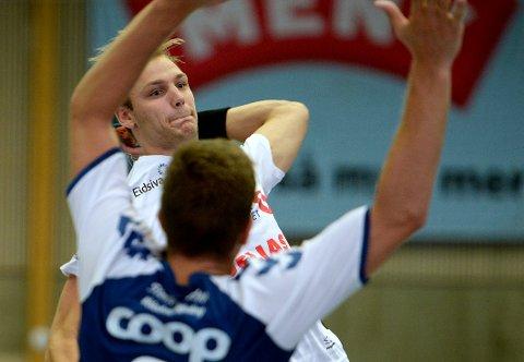 TUNG KVELD: Lukas Sandell var en av de som fikk til svært lite da Elverum tapte 29-31 for Nærbø onsdag kveld.