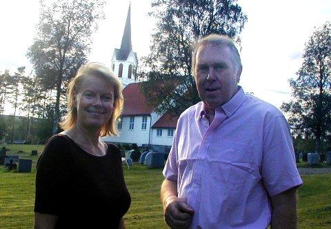 KOMMER: Arja Saijonmaa sammen med Oddvar Neby da hun besøkte Finnskogen i 2001.