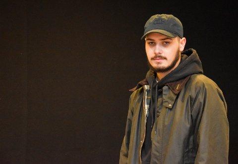 VIRKET STRESSET: Kian Nejad Ekeberg (19) møtte den siktede gjerningsmannen bak knivstikkingen, kvelden før knivstikkingen. Han opplevde ham som stresset.