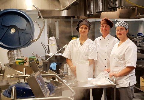 Vilde Øhrn, Janicke Gurijordet og  Ingunn Gustavsen er opptatt av at maten skal fremstå som apetittvekkende selv om den går gjennom stavmikseren.