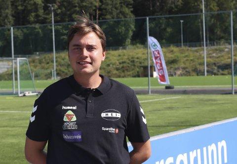 REKORDDELTAKELSE: Mats Tvedt er strålende fornøyd med at det er 110 påmeldte til fotballskolen på Heistad denne uka. De hadde planlagt med 48 deltakere, men lang tover det dobbelte meldte seg på.