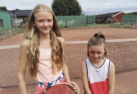 SPENTE: Tindra Eliasson (12) og Ella Carnel (8) gleder seg veldig til å reise til Oslo og spille turnering. Nervene er likevel til stede.