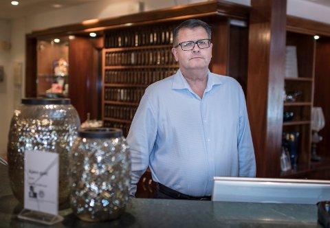 TUNG TID: Finn Ove Carlsen ved Klækken hotel misliker usikkerheten i hele korona-situasjonen.