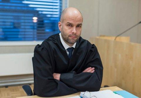 AVGJØRELSE: Statsadvokat Åsmund Yli skal avgjøre om gjengvoldtektssaken skal henlegges, eller om det skal tas ut tiltale. Saken må trolig også innom riksadvokaten.